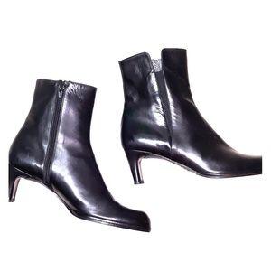 Stuart Weitzman black leather heeled boots sz 7.5